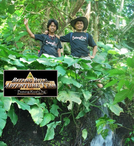 BRAT members Jhun Subijano and Brgy. Councilor Maloy Manintim on theri way to the Nalagalas Falls