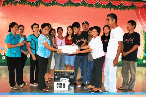 BatangRizal Organization members with facultym members during the turnover of a Hewllett Packard 3in1 Scanner,copier,printer to the Antipolo Sulsugin Elementary School