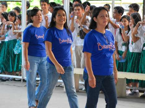 3rd Year Faculty doning Blue BatangRizal shirt