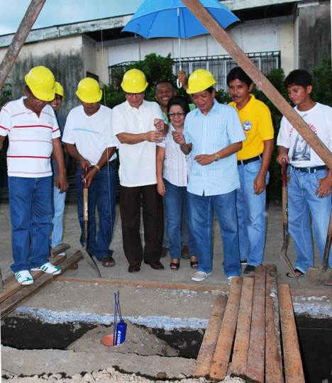 Ground Breaking led by the Municipal Mayor Rolen I. Urriquia with other members of the Sangguniang Bayan & Brgy. Chairman
